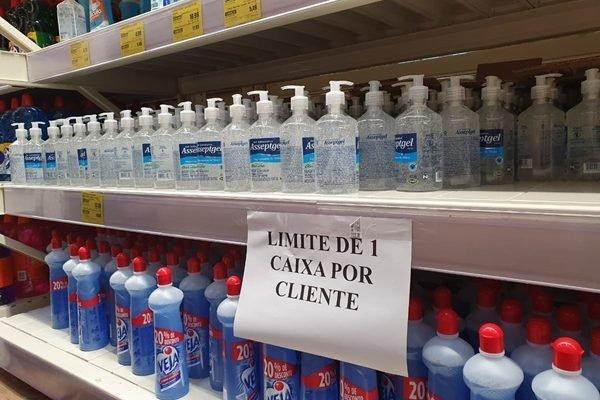 Venda de álcool em gel é limitada por supermercado