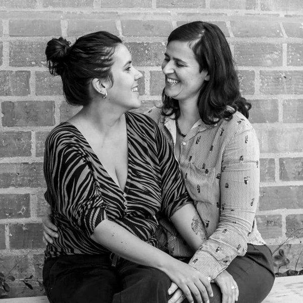 Duas mulheres se olhando