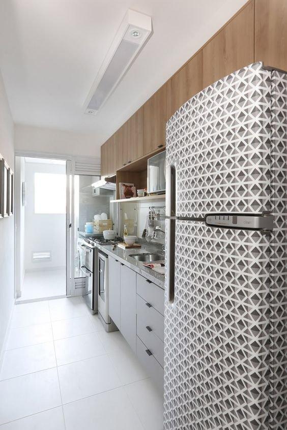 adesivagem geladeira em cozinha