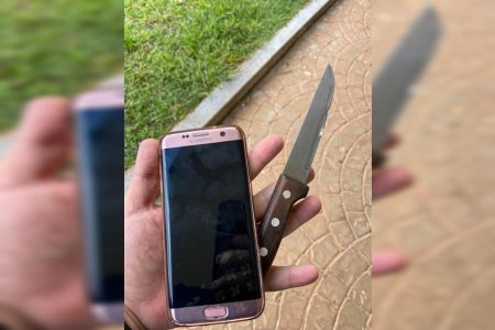 Celular com capinha rosa recuperado e faca usada no crime na Asa Norte