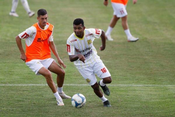 Renatinho em treino do Brasiliense