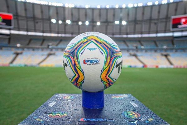 Bola do Campeonato Carioca no Maracanã