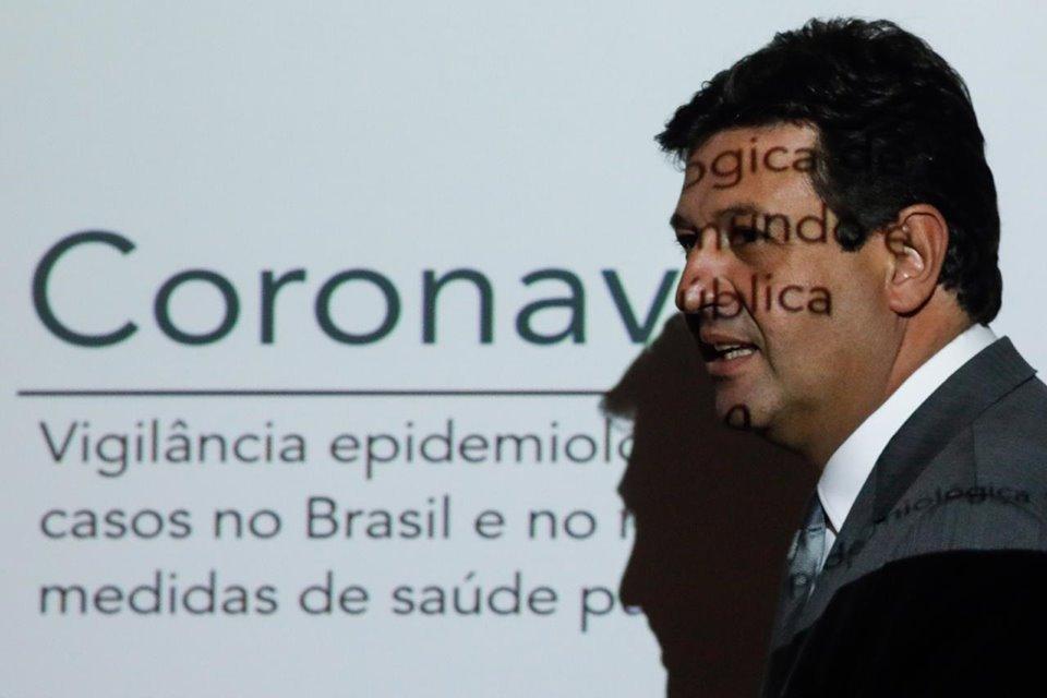 Ministro da Saúde durante coletiva sobre o coronavírus