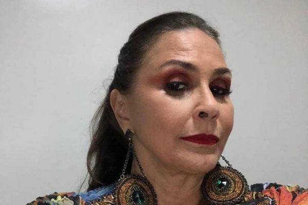 Fafá de Belém com maquiagem