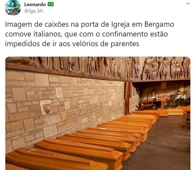 Caixões enfileirados dentro de igreja na Itália
