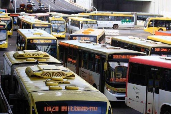 Ônibus na Rodoviária do Plano Piloto