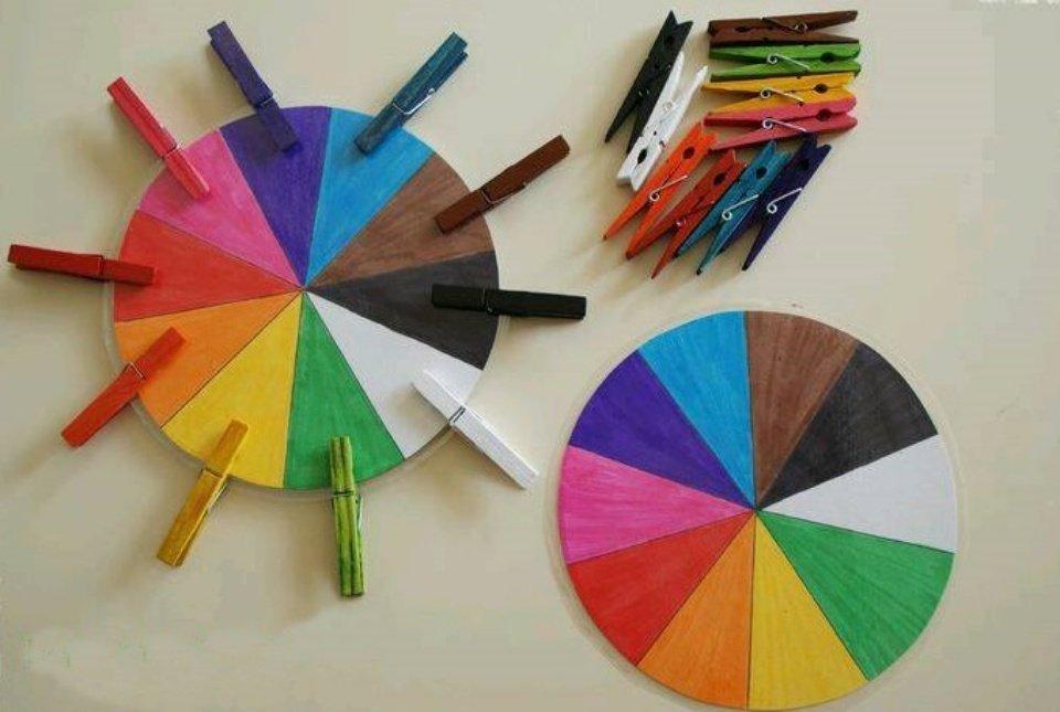 Pregadores e papel coloridos para distração