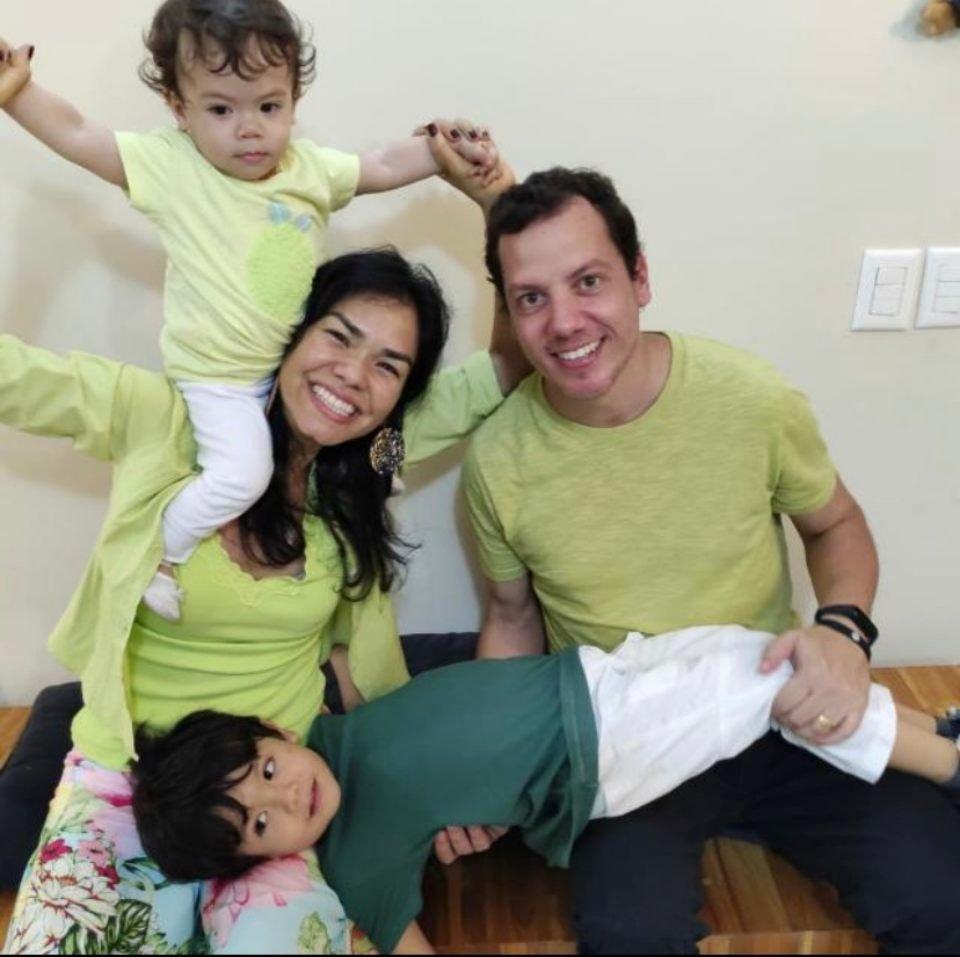 Família pousando para foto