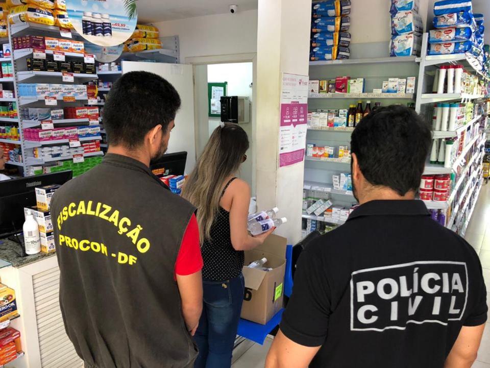 Farmácia interditada em Sobradinho por vender álcool em gel por preço abusivo