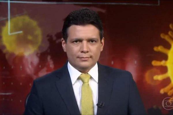 Marcelo Magno apresentando o jornal nacional