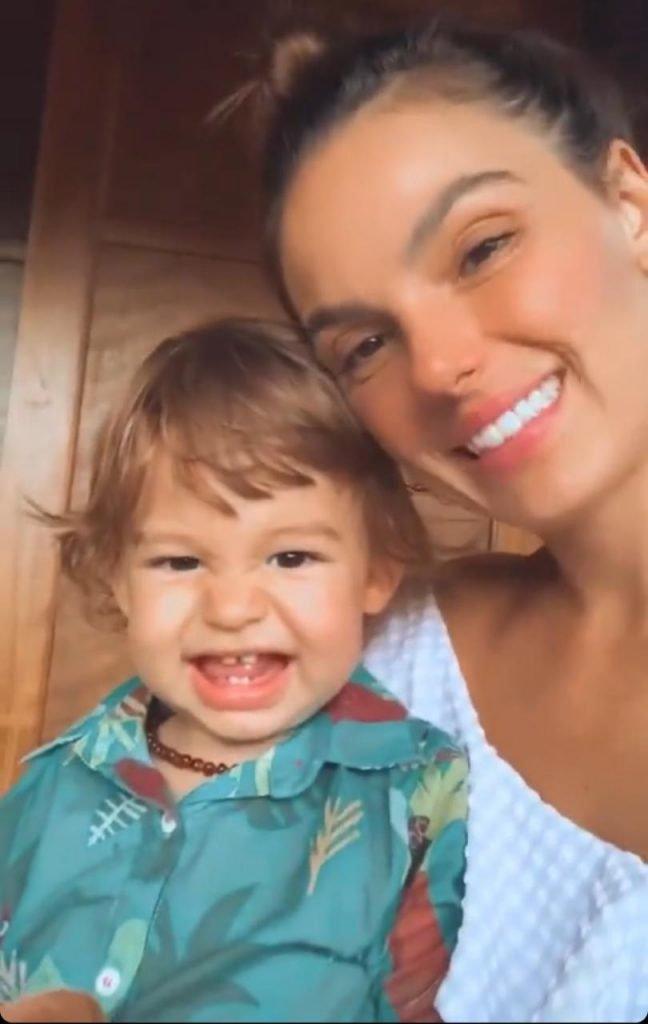 Isis Valverde mostra o filho,Rael, vem videos nas redes sociais