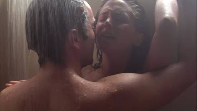 Casal no chuveiro