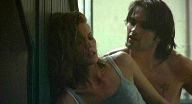 Homem e mulher fazendo sexo