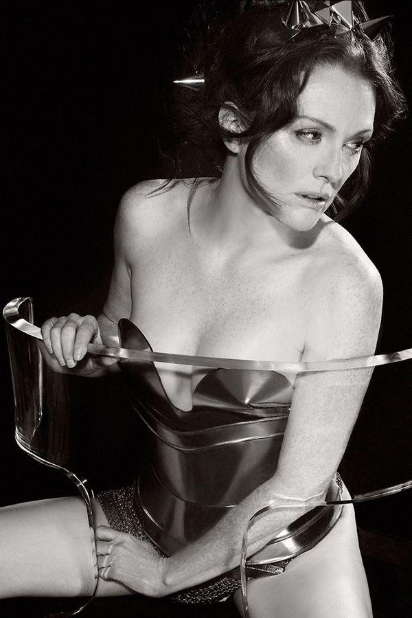 Julianne Moore por Karl Lagerfeld no Calendario Pirello 2011