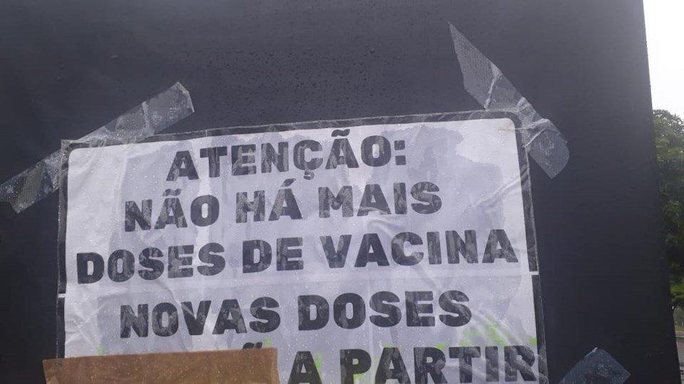 Reprodução de aviso que alerta sobre falta de vacinas