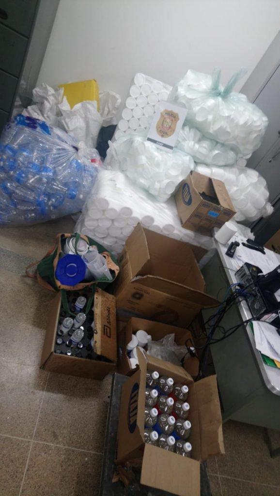 Sala lotada com produtos falsificados