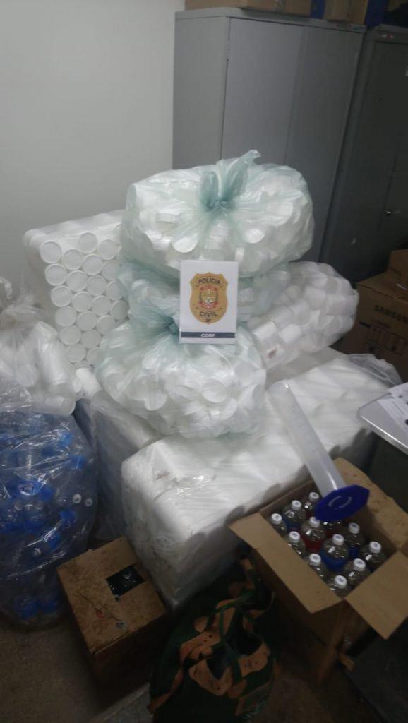 Sala cheia de produtos falsos