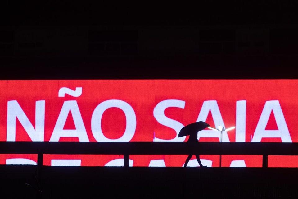 Aviso luminoso alerta brasilienses para não saírem de casa