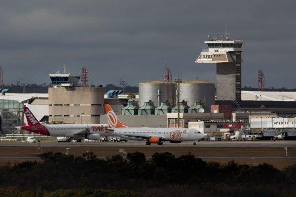 Aeronaves Tam e Gol gol no pátio aéreo do Aeroporto JK