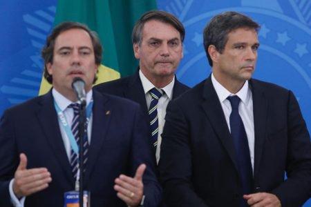 Bolsonaro com os presidentes da Caixa e Banco Central