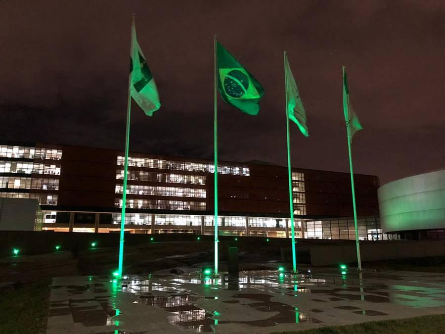 CLDF é iluminada de verde para homenagear profissionais de saúde