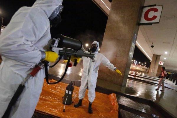 Comando Conjunto Planalto realiza a desinfecção da Estação Central do metrô em Brasília, dando continuidade às ações de prevenção e enfrentamento ao coronavírus em locais de grande circulação de passageiros.