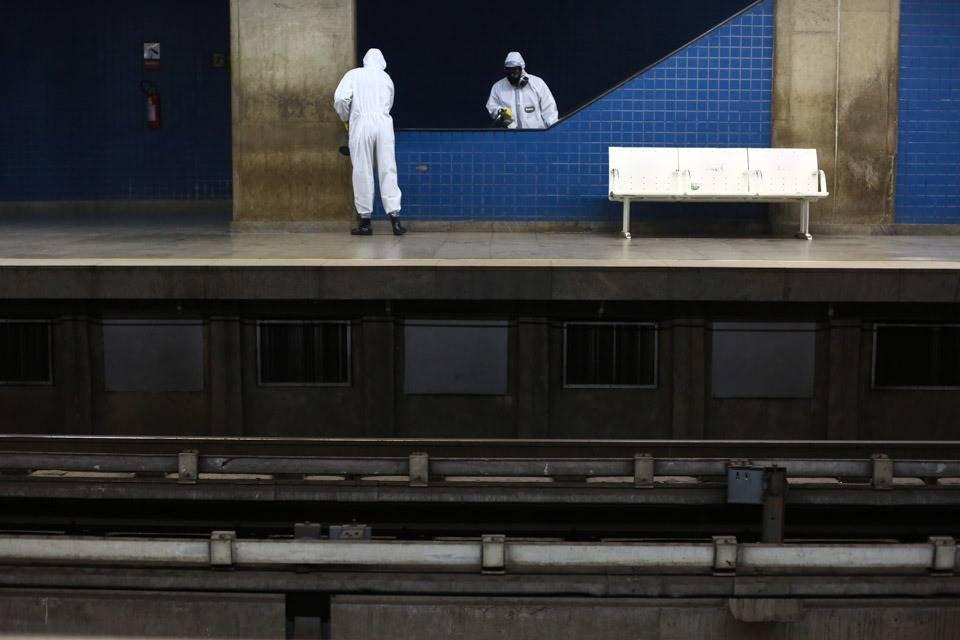 Comando Conjunto Planalto realiza a desinfecção da Estação Central do metrô em Brasília