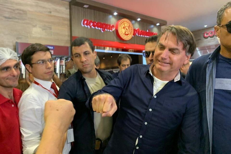 Presidente sai às ruas do DF em meio à pandemia