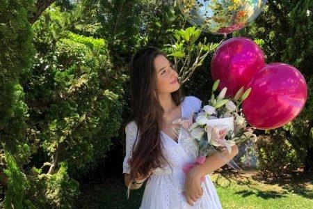 Lorena Rosso recebe flores de aniversário