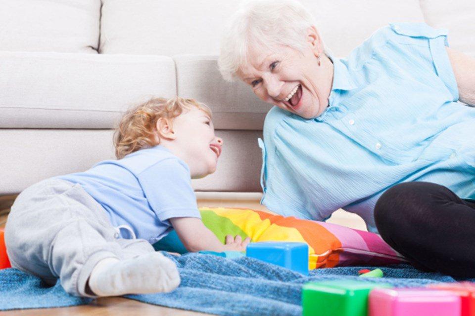 10 dicas de como as avós podem ajudar na educação dos netos