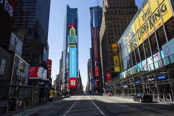 Time Square em Nova York durante pandemia de coronavírus