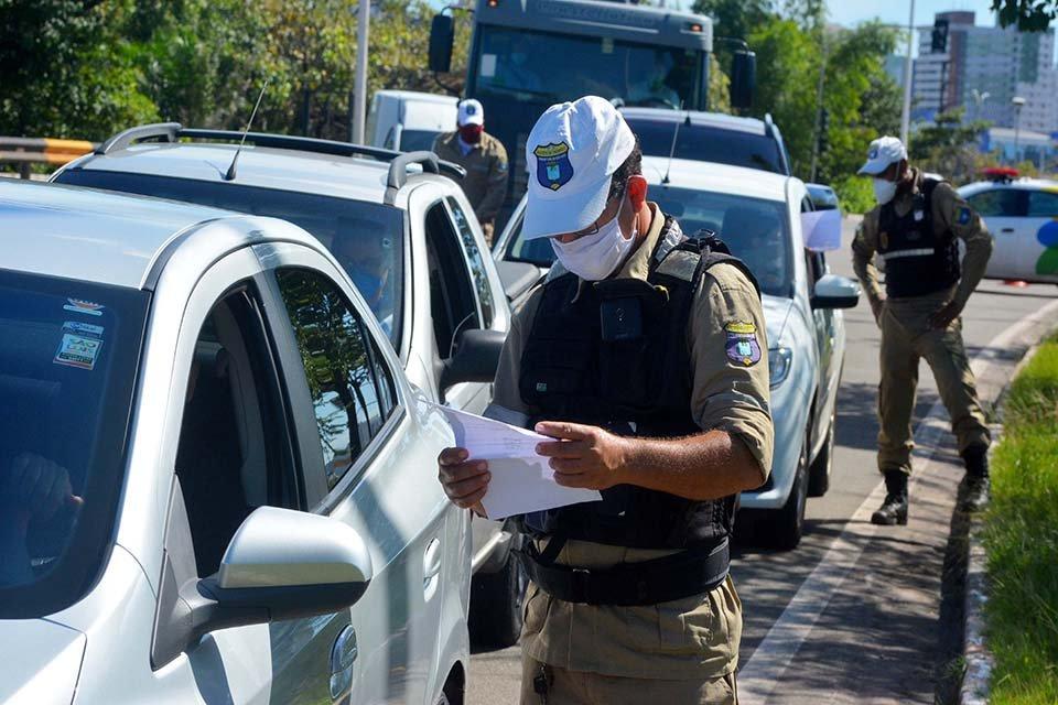 Policial faz bloqueio no lockdown do maranhão