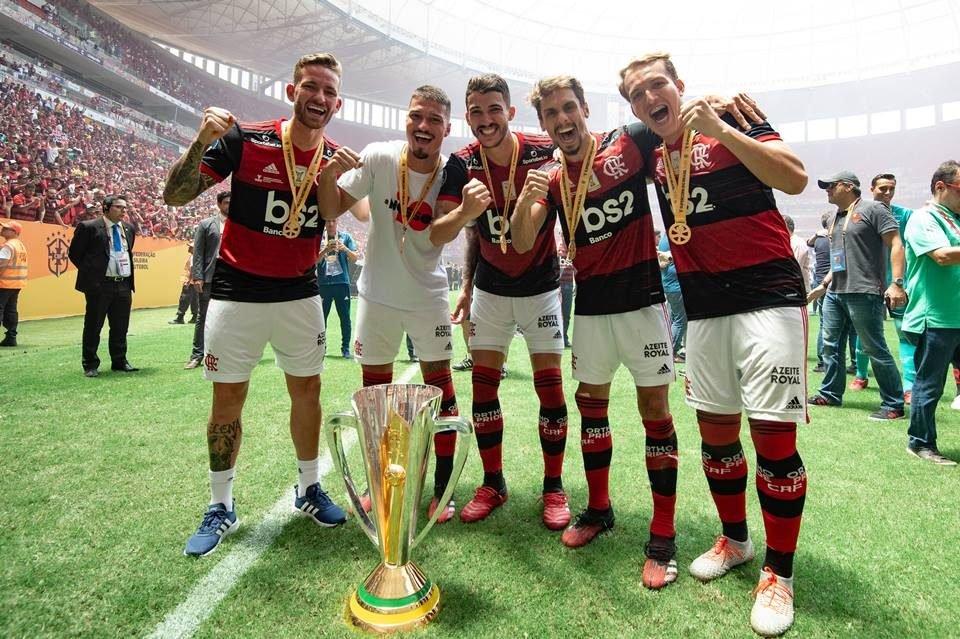 Zagueiros do Flamengo juntos