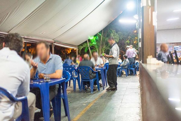 Bares e restaurantes sofrem perdas com a crise causada pela covid-19