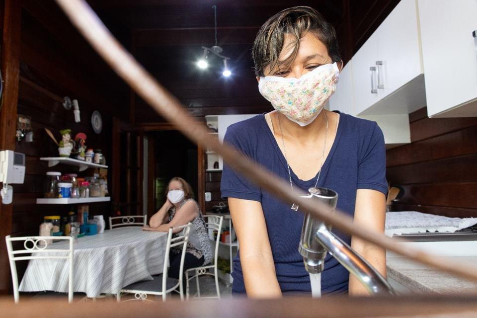 Patroas e trabalhadoras mudam relações de trabalho para manter empregos durante pandemia