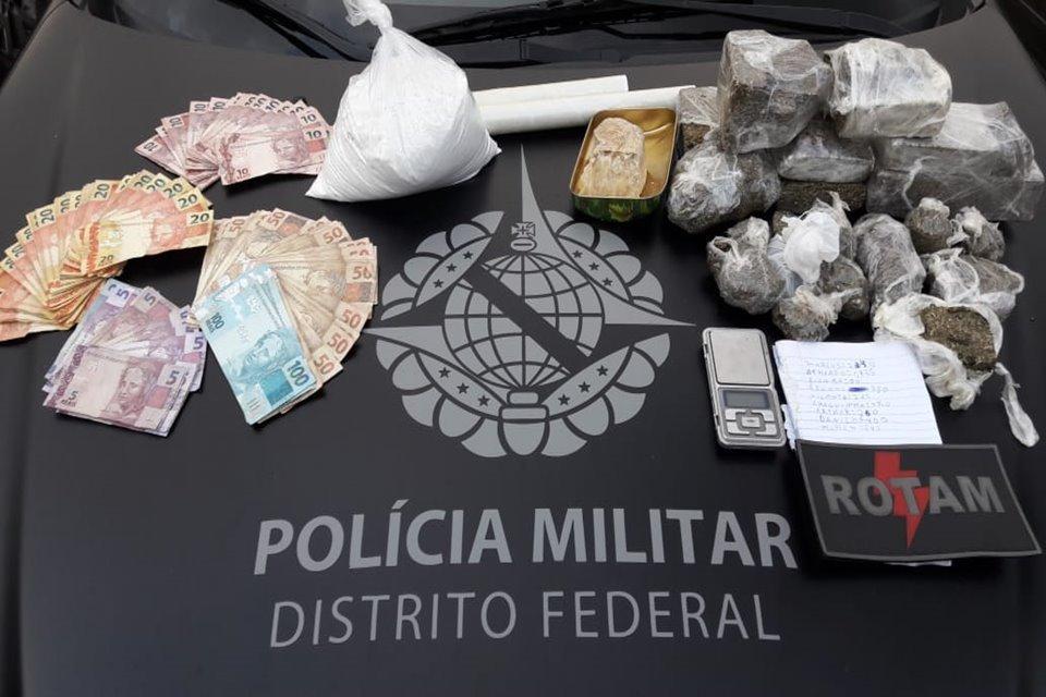 Drogas, dinheiro e materiais apreendidos pela PMDF