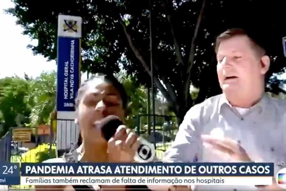 """Mulher invade reportagem da Globo ao vivo: """"Bolsonaro tem razão"""""""