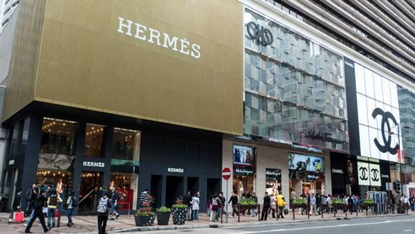 vitrines Hermès e Chanel, na China