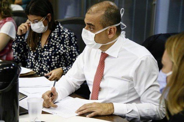 secretário de Saúde do Rio de Janeiro, Edmar Santos, testa positivo para o novo coronavírus