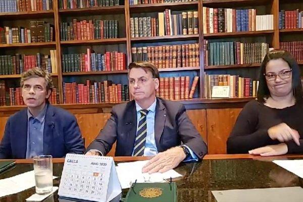 Presidente Jair Bolsonaro e novo ministro da Saúde, Nelson Teich, em live semanal no Facebook