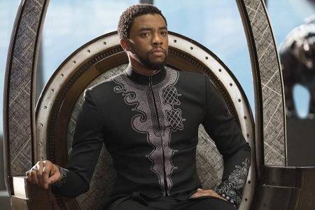 Chadwick Boseman no filme Pantera Negra (2018)