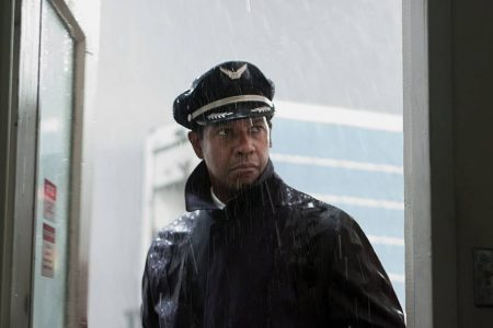 Denzel Washington no filme O Voo (2012), de Robert Zemeckis
