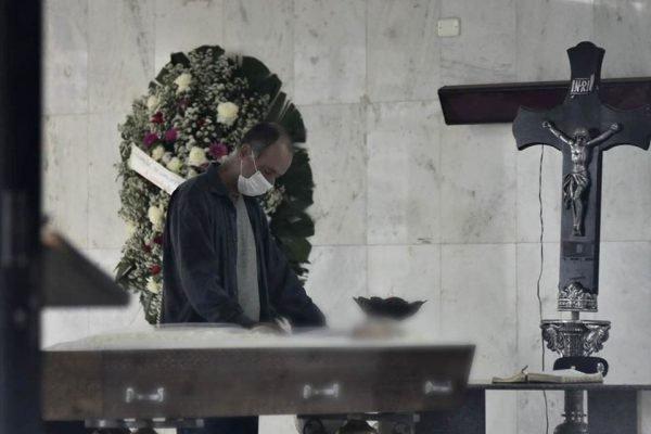 Cemitério-coronavírus-7