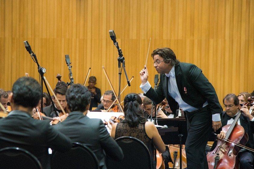 Maestro Claudio Cohen