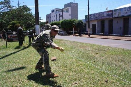 Exército paraguaio coloca arame farpado em fronteira brasileira