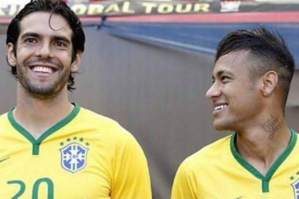 Neymar olha para Kaká na Seleção