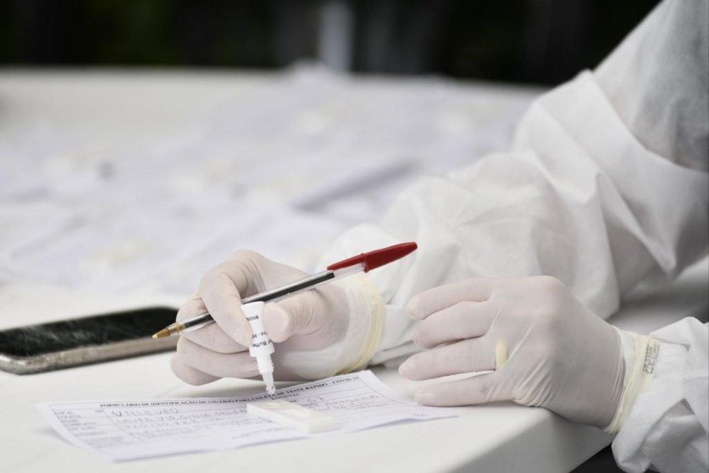 realização de testes para detecção do coronavírus em Águas Claras