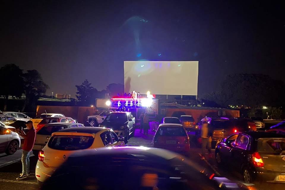 Com Onyx e Delmasso, Sara Nossa Terra faz culto no Cine Drive-In