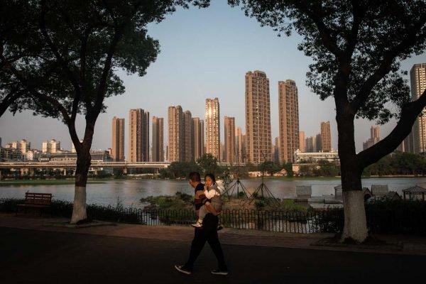chineses de wuhan visitam The Zoo após quarentena
