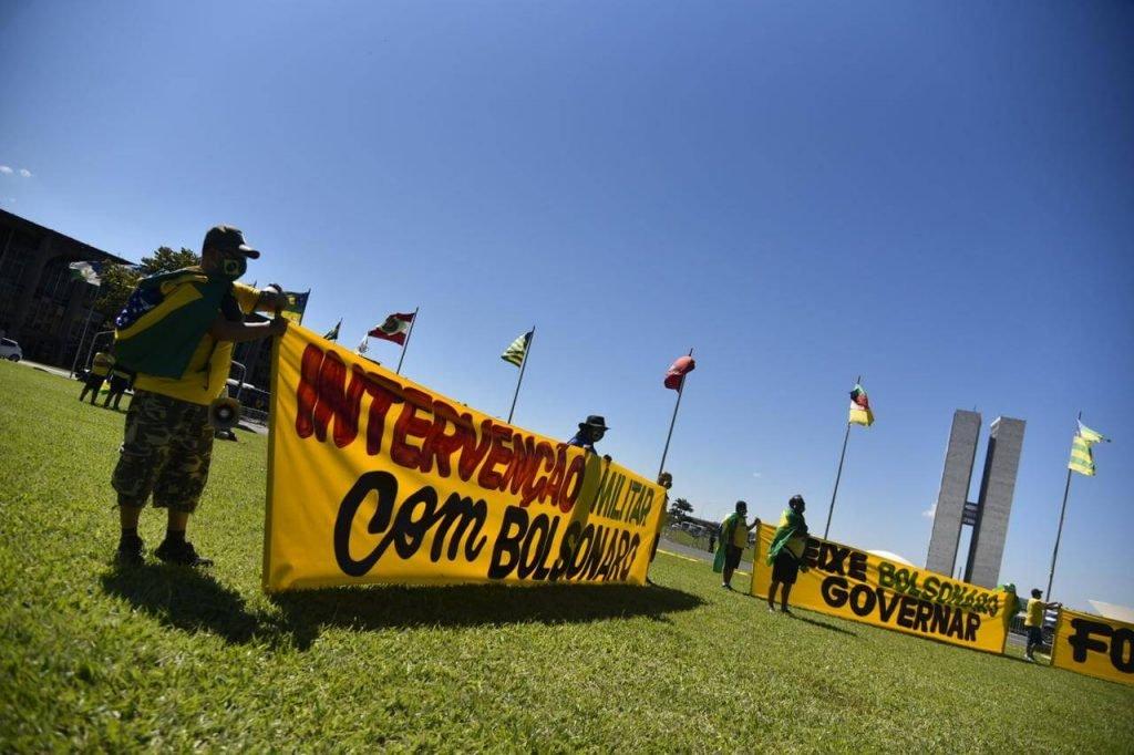 Manifestantes fazem ato pró-governo de Jair Bolsonaro